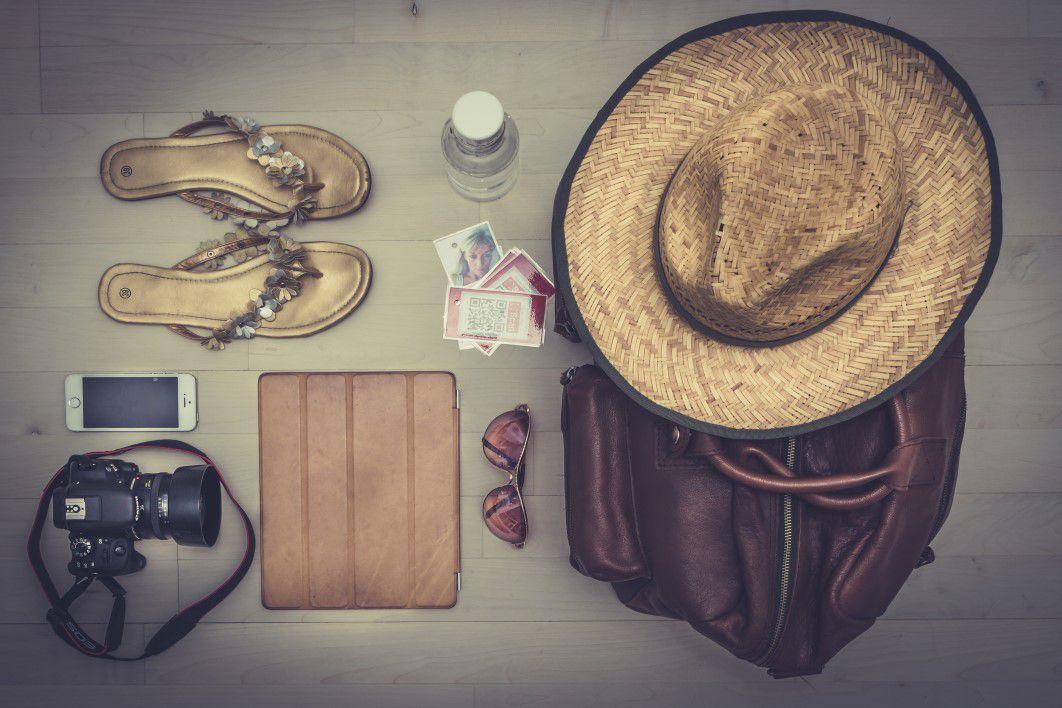 negative-space-summer-beach-essentials-thomas-martinsen-thumb-1