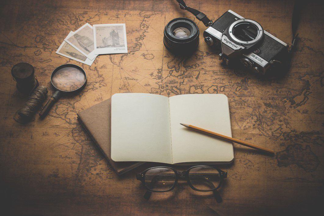negative-space-vintage-travel-essentials-dariusz-sankowski-thumb-1