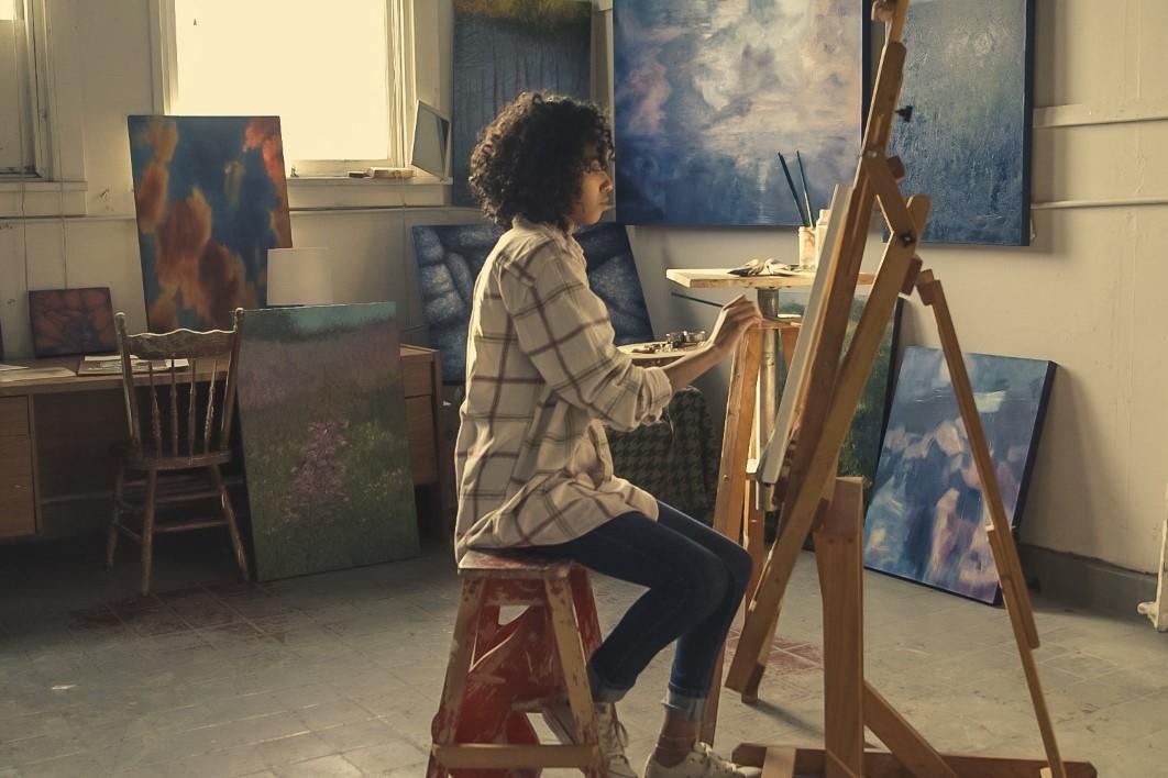 negative-space-thumb-studio-woman-artist-painter-crafts-paint-brush-art-beautiful-drawing-leisure-paint-